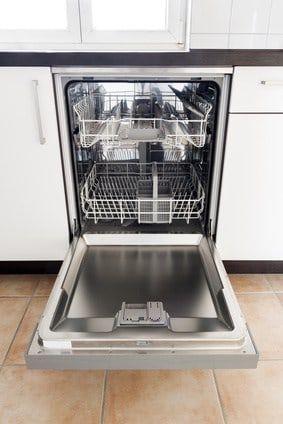 lave-vaisselle-vide-ouvert
